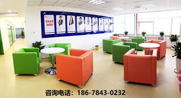 在青岛学成人英语去哪里好_青岛成人英语培训